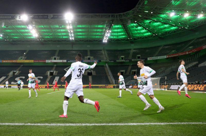 Umfrage - Mehrheit der Deutschen hält Bundesliga-Start für falsch
