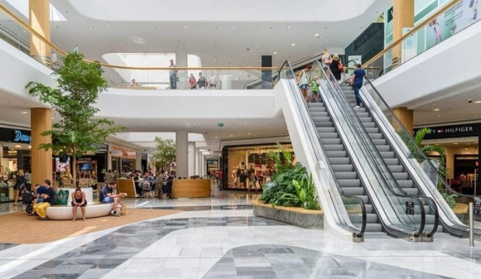Azerbaijani: Big shopping malls remain closed due to high risk of infection