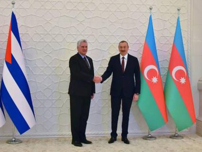 El Presidente de Cuba felicita a su par de Azerbaiyán