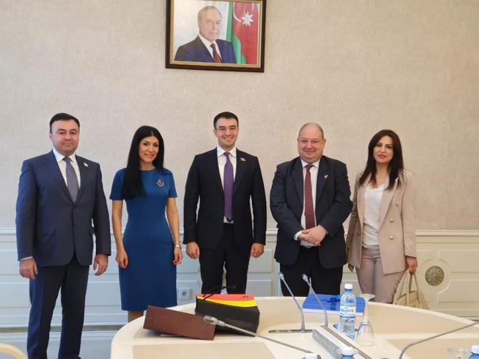 Los diputados azerbaiyanos discuten Karabaj con el embajador belga - FOTOS