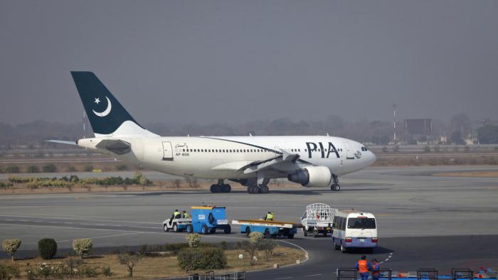 Un avión de Pakistan International Airlines se estrella cerca del aeropuerto de Karachi