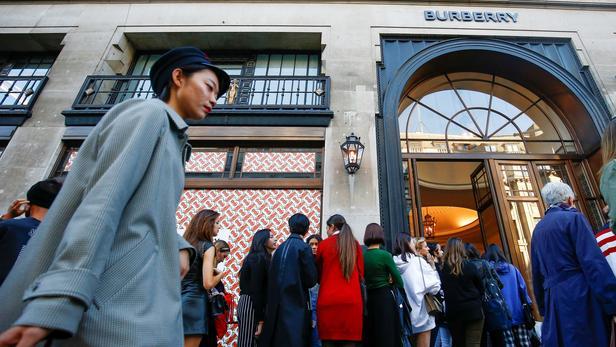 Luxe:     Burberry a perdu plus d'un quart de ses ventes