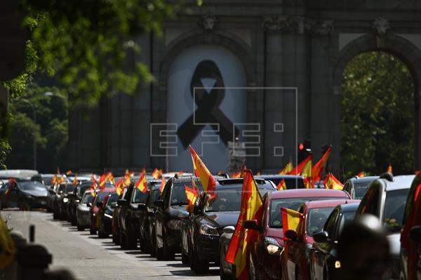 Cientos de personas inician en Madrid la protesta de Vox contra el Gobierno