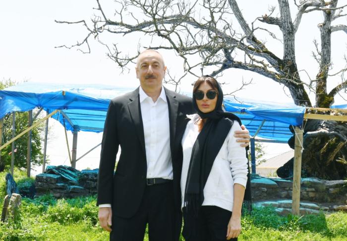 Prezidentlə xanımı Pir Ömər Sultan ziyarətgahında  -  FOTOLAR (YENİLƏNİB)