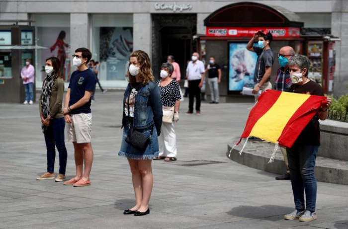 Spain declares 10-day official mourning for coronavirus victims