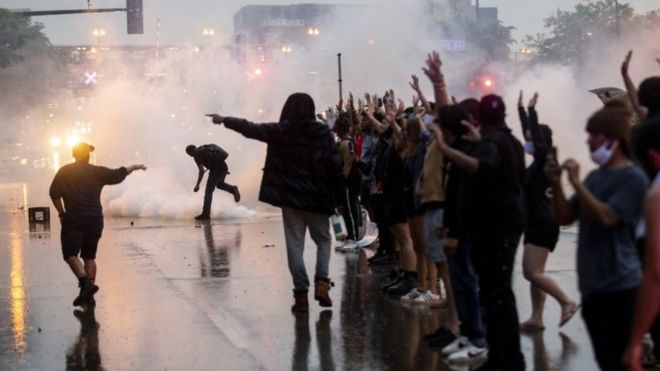 Minnesota violence: Clashes over death of black man in police custody