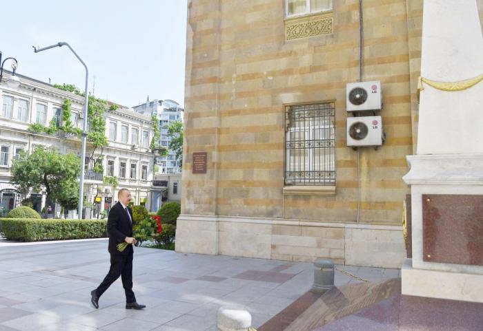 Prezident Cümhuriyyət abidəsini ziyarət etdi - VİDEO+FOTOLAR (YENİLƏNİB)