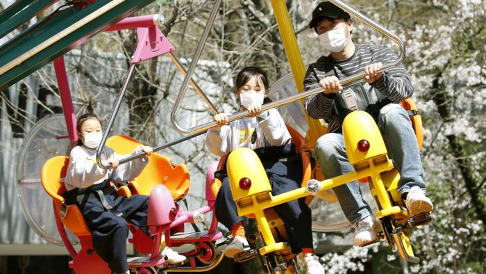 Prohibido gritar: Japón reabre sus parques de atracciones con esta peculiar condición