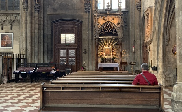 Papst Franziskus leitet Rosenkranzgebet gegen Corona-Ausbruch – Live aus Vatikan