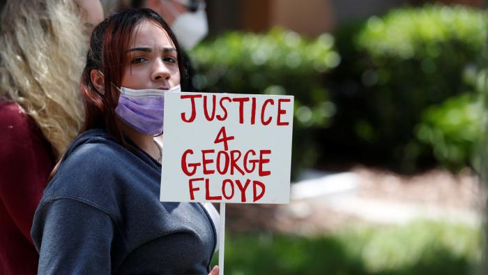 George Floyd y el policía que lo mató trabajaron juntos en una discoteca