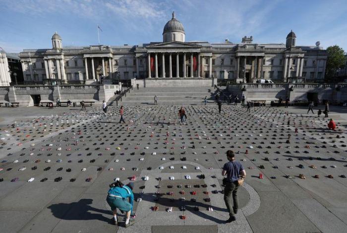 Climate activists line London
