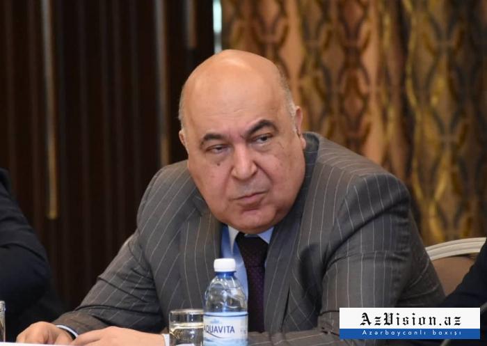 Poutine remet l'Ordre de l'Amitié à un écrivain azerbaïdjanais