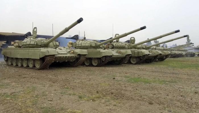 Təlimə cəlb edilən tank bölmələri tapşırıqları yerinə yetirir - VİDEO
