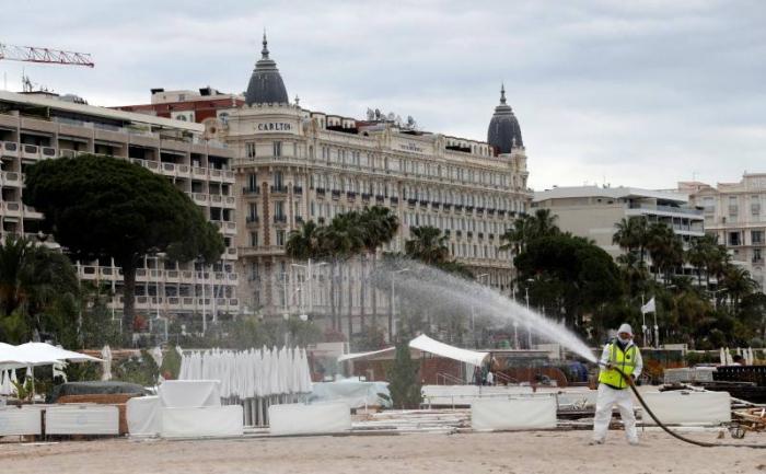 Coronavirus:   nouvelle baisse des hospitalisations et admissions en réanimation en France