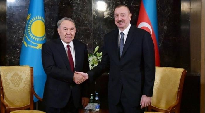 Nazarbáyev felicita al presidente de Azerbaiyán con motivo del Día de la República