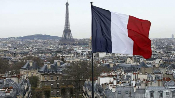 Fransada turistik məkanlar, restoran və barlar açılır