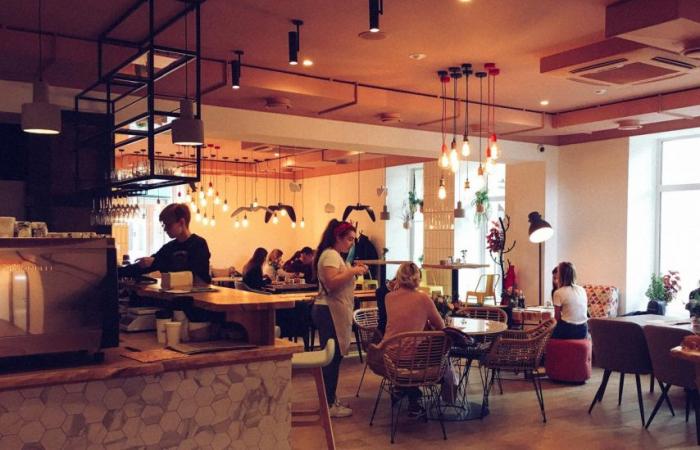 Restoran, kafe və çay evləri açıldı