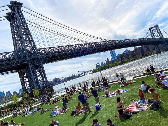 Beaches, parks busy as Europe heat wave and U.S. spring test new coronavirus rules