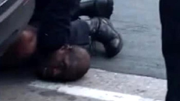 ABŞ polisi qaradərilini boğaraq öldürdü -    VİDEO
