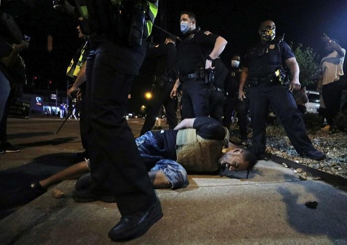 Nyu-Yorkda qarşıdurma:    200-dən çox etirazçı saxlanıldı