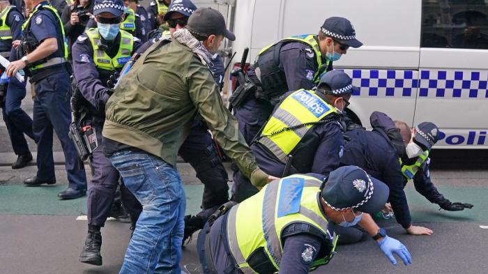 Avstraliyada COVID-19 aksiyası: 10 nəfər tutuldu