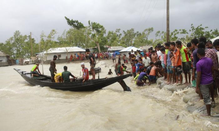Super-cyclone Amphan kills up to 20 in India and Bangladesh