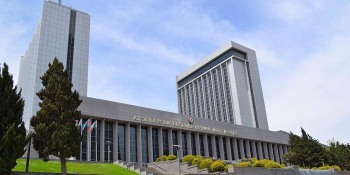 Hoy el Parlamento de Azerbaiyán debatirá 12 cuestiones