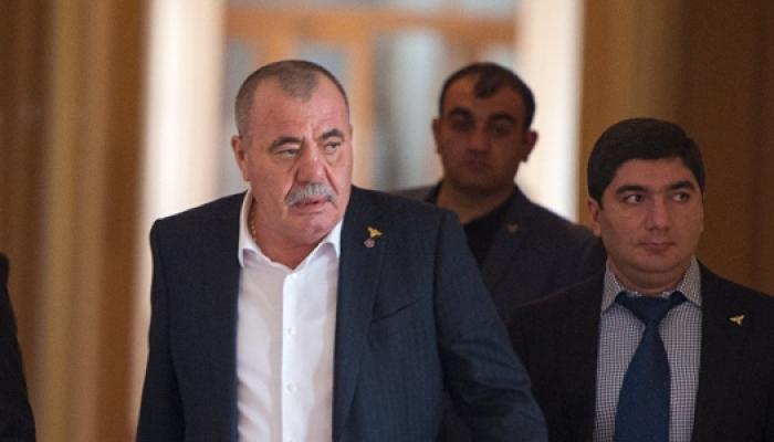 Erməni general Səhiyyə Nazirliyini məhkəməyə verdi