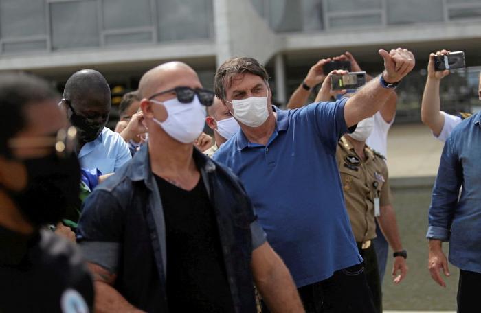 Deux grands médias brésiliens boycottent les points de presse de Bolsonaro