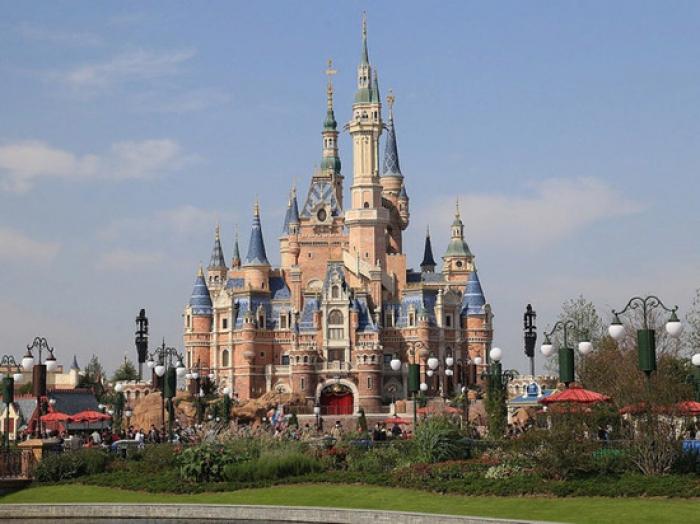 """""""Disneyland"""" 4 aydan sonra açıldı"""