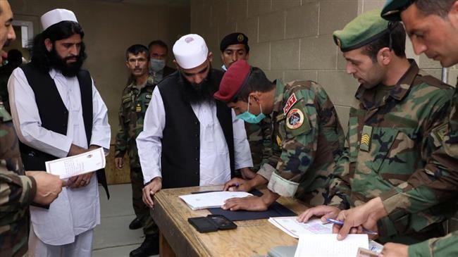"""""""Taliban"""" 17 əfqan polisi və hərbçini azad edib"""