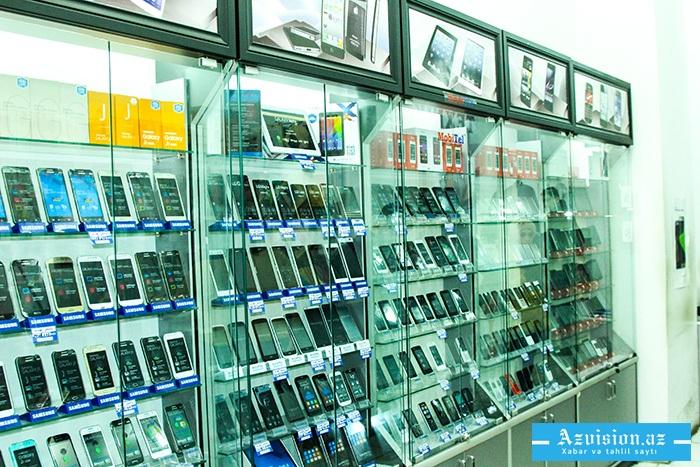 Bakıda mağazadan telefonlar oğurlandı