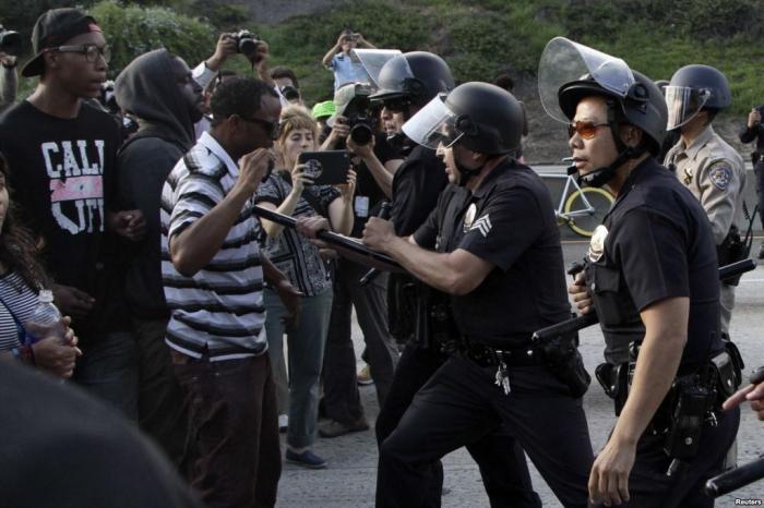 ABŞ-da etirazçılar atəşə tutuldu -  40 nəfər saxlanıldı