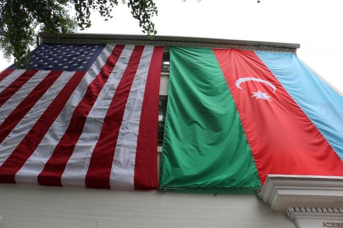 Azərbaycan bayrağı Vaşinqtonda ucaldıldı -  FOTOLAR