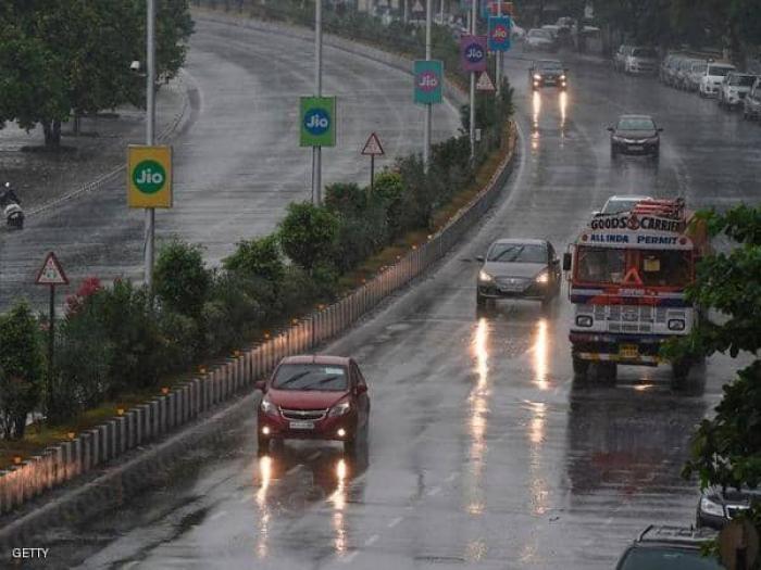 """إعصار """"نادر"""" يهدد """"بؤرة كورونا"""" في الهند"""