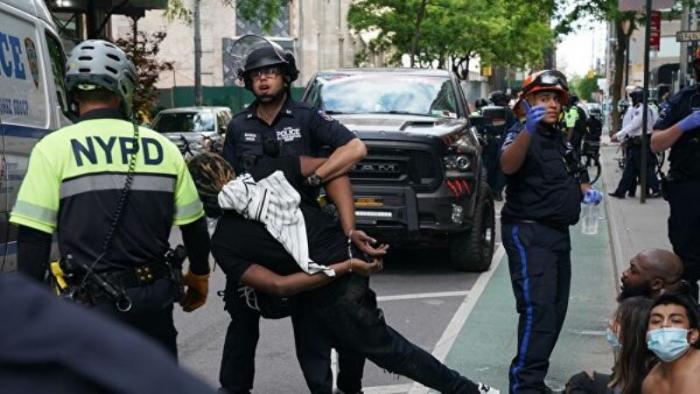 ABŞ-da etirazçılara güc tətbiq edən polislər işdən çıxarıldı