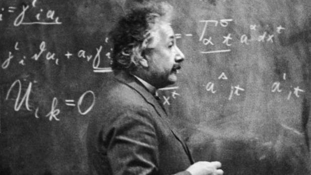 Los dos errores de Einstein más allá de la ciencia