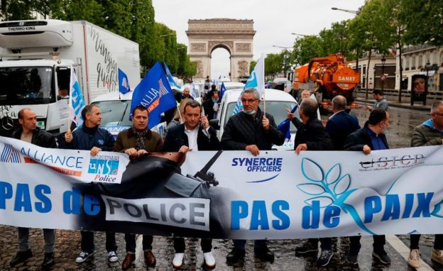 French police dump handcuffs in protest to rebuff critics