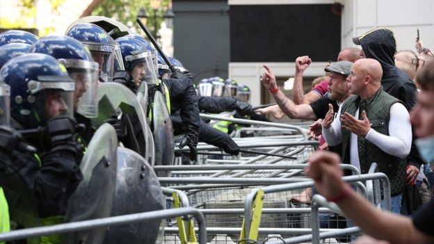 London protests: Demonstrators clash with police