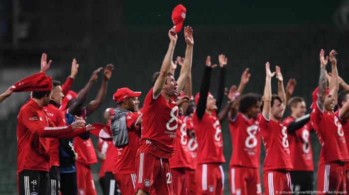 Bayern Munich clinch eighth consecutive Bundesliga title