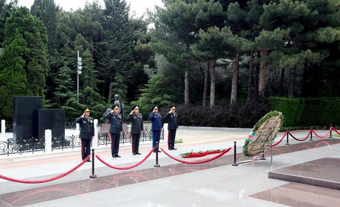 Azerbaijani Defense Ministry's leadership pays respect to national leader Heydar Aliyev and heroes