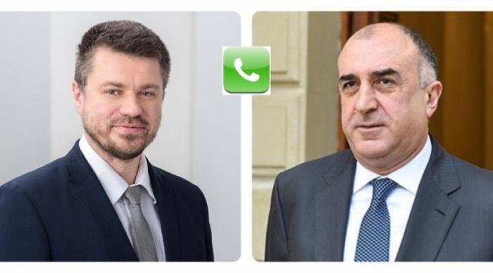 Canciller azerbaiyano realiza conversación telefónica con su colega estonio