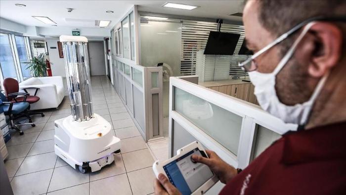 Sale a la venta en Turquía un robot que desinfecta a través de rayos ultravioleta