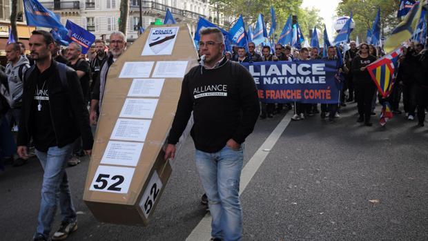 La seguridad de Francia, en jaque por los suicidios de policías bajo presión