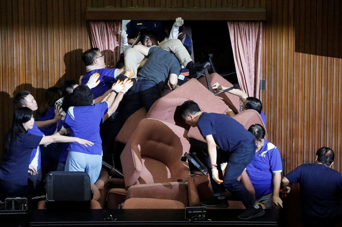 Fighting in Taiwan parliament after opposition occupies chamber