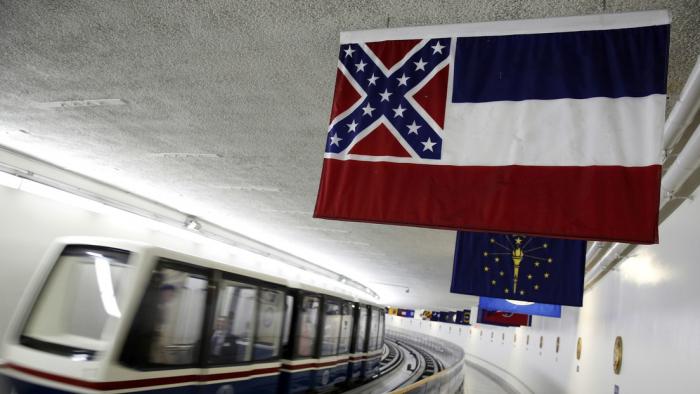 EE.UU.  : Misisipi vota a favor de eliminar el emblema confederado de la bandera del estado
