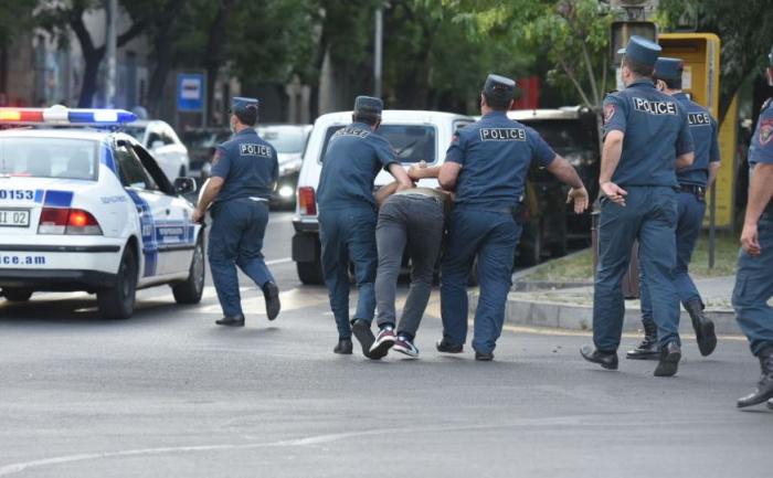 Ermənistanda 252 etirazçı, bir deputat saxlanıldı