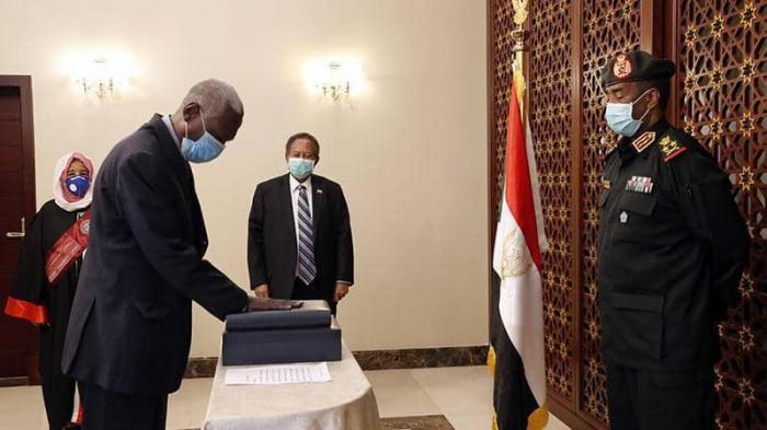 وزير الدفاع السوداني الجديد يتعهد بحماية الوثيقة الانتقالية