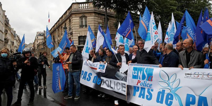 Fransada polislər nazirə qarşı aksiya keçirdilər