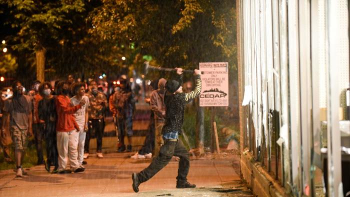Etats-Unis:  première inculpation fédérale liée aux émeutes de Minneapolis